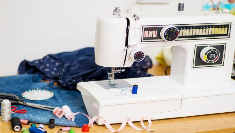 Best Sewing Machine for Heavy Fabrics, a sewing tutorial featured by top US sewing blog, The Sewing Korner