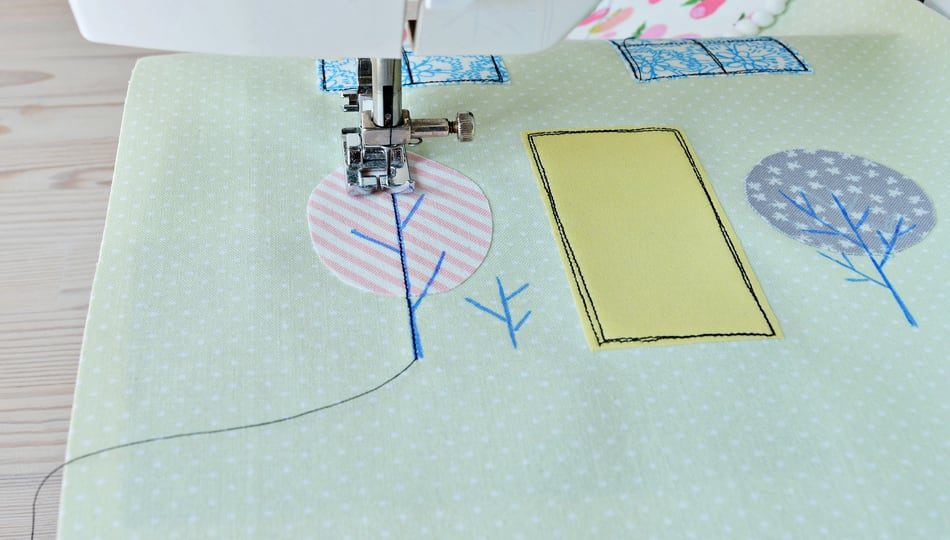 dreamstime_l_179490588 How to Applique with a Sewing Machine 950 x 540
