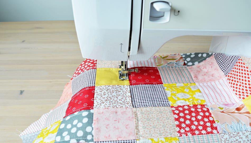dreamstime_l_193676385 How to Quilt on a Sewing Machine 950 x 540