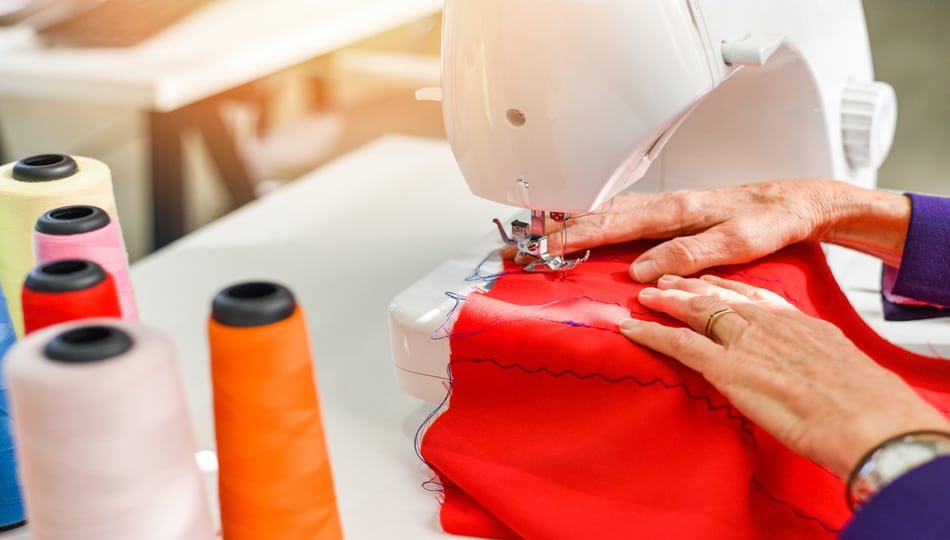 dreamstime_xxl_174259136 950 x 540 Guide to the Best Sewing Machine for Clothes