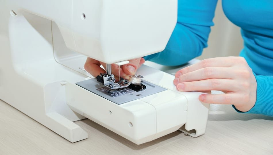 iStock-1177488047 How to Load a Bobbin into a Sewing Machine 950 x 540