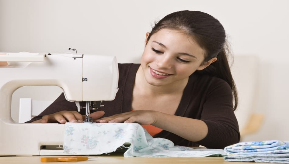 iStock-155230752 950 x 540 What Is the Best Basic Sewing Machine