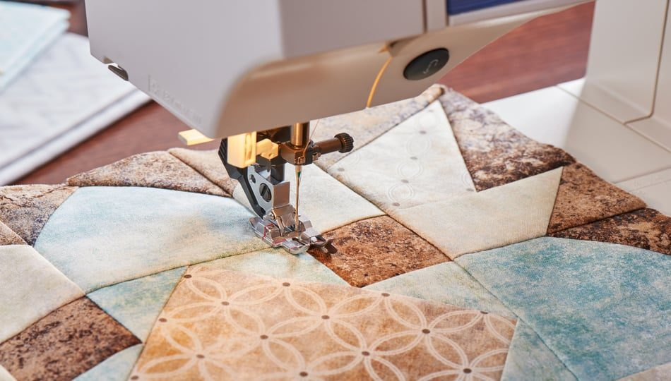 iStock-821684614 Hoq ro Quilt on a Sewing Machine 950 x 540