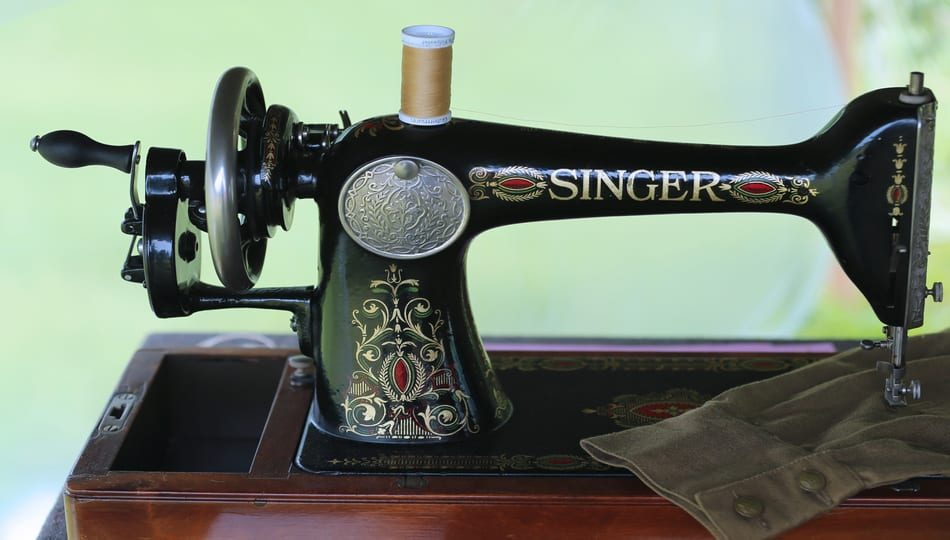 shutterstock_431182438 950 x 540 What Is a Treadle Sewing Machine